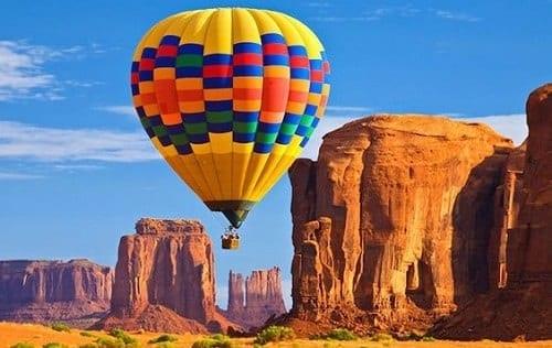 Montgolfière au dessus du Grand Canyon